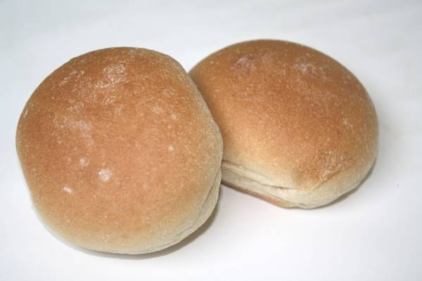 WHITE WHEAT DINNER ROLL